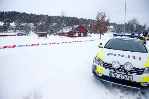 BER OM TIPS: Politiet ber om publikums hjelp etter skytingen på Bjørndal mandag morgen. Foto: Audun Braastad / NTB scanpix