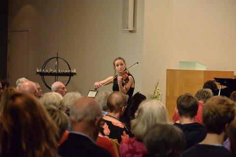 Victoria (17) var etter både fagjuryens og publikums oppfatning den fremste blant de syv dyktige musikerne i Nordstrand Rotary musikkonkurranse.