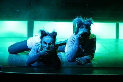 ULVER: Marte Andersen-Gott Husby og Gabriel Goujon er ulver på jakt.