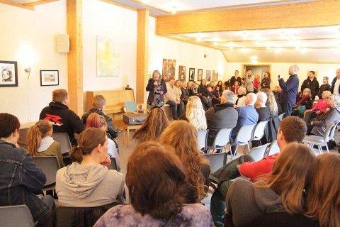 SNK leder, Reidun Falk ønsker velkommen til de rundt 100 fremmøtte.