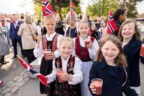 Glade elever ved Karlsrud skole likte den gode 17.mai-frokosten