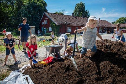 Vår jord: 11 kubikk jord, 50 pallekarmer og heroisk innsats, ble starten på en etterlengtet møteplass for beboerne med tilknytning til Bekkelagstunet.