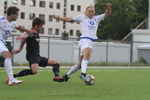 MATCHVINNER: Lasse Bransdal scoret begge målene da serieleder Oppsal slo Lokomotiv Oslo 2-1 på bortebane.