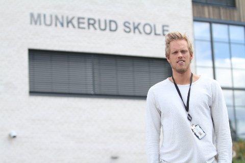BLIR PÅ MUNKERUD: Emil Midtbø Sundal takket nei til en fransk proffklubb, og fortsetter som lærer på Munkerud skole.