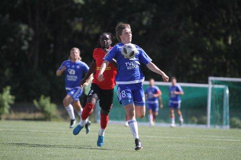 TO MÅL: Her er Håkon Snorresønn Wæhler på vei til å legge på til 2-0 mot Rilindja, og da gikk lufta helt ut av gjestene.