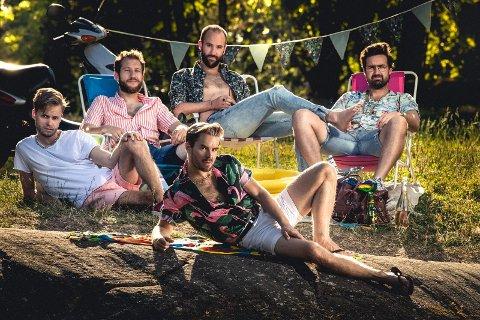 NY LÅT: Det nye Nordstrands-bandet har skrevet låt om Nordstrand Bad. Fra venstre: Ole Hegle Fredrik Hausmann Paal André Slette, Fredrik Dahl og Hans Magnus H. Rye (foran)