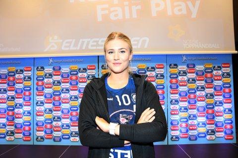 ENGASJERT: Sara Rønningen, som spiller håndball for Oppsal, reagerer sterkt på at unge Lillesand-spillere ikke blir hørt når de ikke ønsker å spille i hvite shortser. Hun startet derfor en innsamlingsaksjon slik at de kan kjøpe nye shortser.