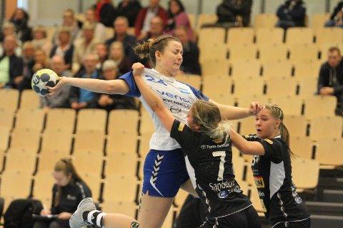VÅKNET: Hanna Neegård og NIF fikk opp farten etter en treg start mot Runar, og vant seriepremieren 30-23 i Nordstrand Arena.