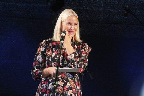 ÅPNER FESTIVALEN: Kronprinsesse Mette-Marit kommer til Mortensrud Festival lørdag 8. september. Her fra et besøk i Homestrand tidligere denne uken. Foto: Magnus Franer-Erlingsen/Jarlsbergs Avis
