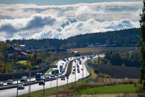TUNNEL: Kanskje vil ny riksvei i tunnel fra Follo eller Oslo sør ende ut på E6 her ved Hvam i Skedsmo. Nye Veier AS vil utrede dette framfor ny vei langs Øyeren.