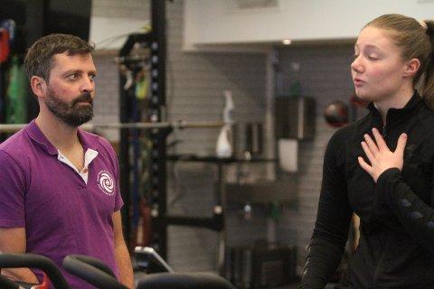 JAAAAA!: Idrettsfysioterapeut Håvard Moksnes gir en lettet Pernille Normann Eriksen beskjed om at hun har bestått testene.