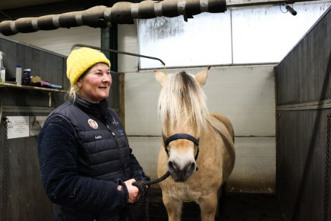 LEDIGE PLASSER: Wenche Johannesen fra Lambertseter jobber og bor på Alna ridesenter. Hvert år arrangerer hun hest- og sledetur med julenissen for å besøke familier rundt om i Oslo. Én av rutene går i bydel Østensjø.