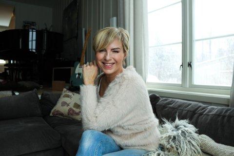 HJEMME: Silje Nergaard inviterer til nettkonsert hjemme på Ekeberg, her er hun fotografert i stua av Nordstrands Blad i 2019.
