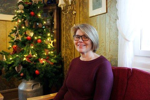 INKLUDERENDE: Randi Clutch har arrangert julaften på Manglerud gård i syv år, men i år må det avlyses av smittehensyn. - Det betyr mye for meg å gi dette tilbudet til andre, sier Clutch.