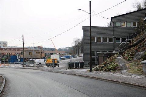 VÅRVEIEN 51: Denne eiendommen på oversiden av gjenbruksstasjonen i Vårveien på Ryen vurderes videreutviklet med et nybygg på opptil syv etasjer.