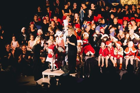 Point dansestudios 200 dansere mottar en velfortjent applaus etter endt show