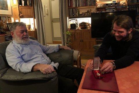 SOM FAR OG SØNN: Erik og Chris møttes første gang for nesten 30 år siden. Erik jobbet i barnevernet og Chris hadde det vanskelig hjemme. Siden har de hatt et svært nært forhold.