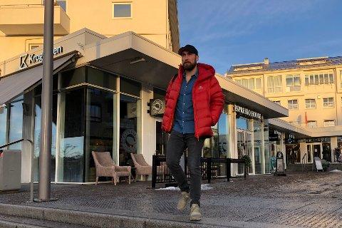 LIDENSKAPELIG POLITIMANN: Frank Rebnord fra Sæter brenner for å lære bort førstehjelp. – Det starter med omsorg, sier politimannen.