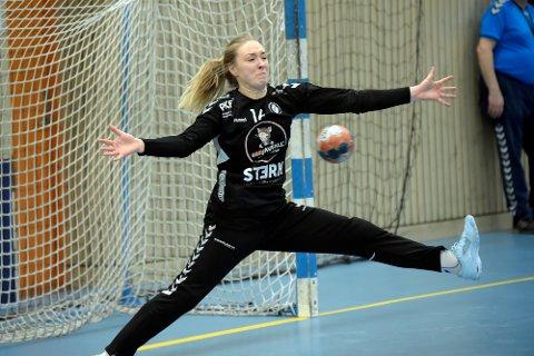 TRENER PÅ LÅVEN: Oppsals superkeeper, Eli Marie Raasok, trener i et eget treningsstudio i låven i Trøgstad.