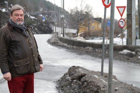 EGEN SYKKELVEI: Bydelsutvalget på Nordstrand har gått inn for de foreslåtte trafikksikringstiltak på Nedre Bekkelaget som betyr at syklister og barn på skolevei skal skilles. BU-leder Arve Edvardsen vil imidlertid gå litt lenger. Han ser for seg egen sykkelvei langs Mosseveien fra Ulvøybrua til Ormsundveien.