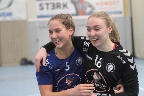 """TAKKET KEEPEREN: Eira Aune (venstre) takket Eli Marie Raasok for at hun """"stengte"""" målet det siste kvarteret."""