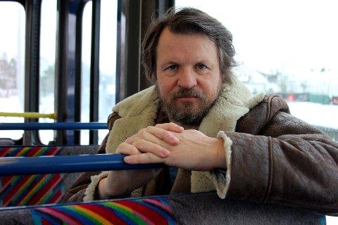 """KRIM FRA NÆRMILJØET: Med spenningsromanen """"Falken"""" har Tom Egeland begått nok en kriminalroman, denne gangen fra hjemlige trakter på Nordstrand."""