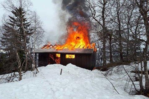 FARLIG: Mer enn tretti tusen hytteeiere har opplevd brann på nært hold de siste ti årene.