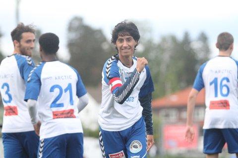 SCORET: Kaptein Mohammed Subhan Shakoor scoret ett av målene da NIF enkelt slo Holmen 6-0 i NM.