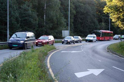 KOLLEKTIVFELT: Det skal lages kollektivfelt i Ljabruveien fra Mortensrudveien mot Hauketo slik at bussene slipper forsinkelser ved å stå i kø. Arkivfoto Arne Vidar Jenssen