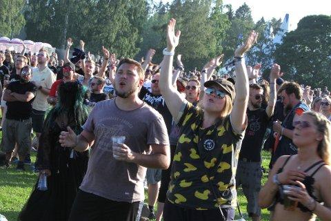 Tons of Rock trekker publikum i alle aldre. Slik som her under fjorårets konsert på sletta.