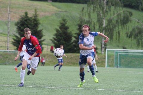POENGDELING: Magnus Aaløkken (høyre) og Nordstrand fikk bare med seg ett poeng borte mot Årvoll.