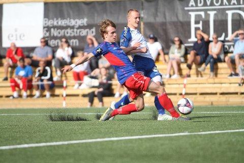 STOR SJANSE: Her er unggutten Tage Bjørdal Haukeberg nære ved å gi NIF ledelsen 1-0 etter sju minutters spill.