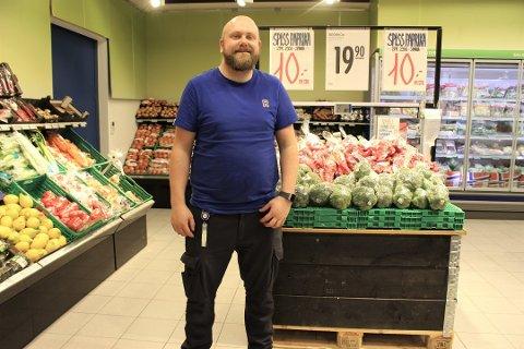FORNØYD: Ny eier av Rema 1000 Kolbotn kan smile av grønne tall allerede første uke på jobb