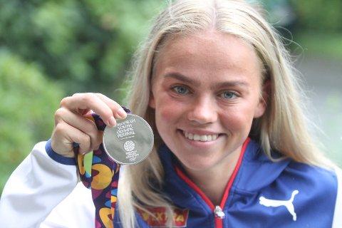 FORNØYD: Andrea Rooth fra Lambertseter IF reiste hjem med sølv fra ungdoms-OL i Baku.