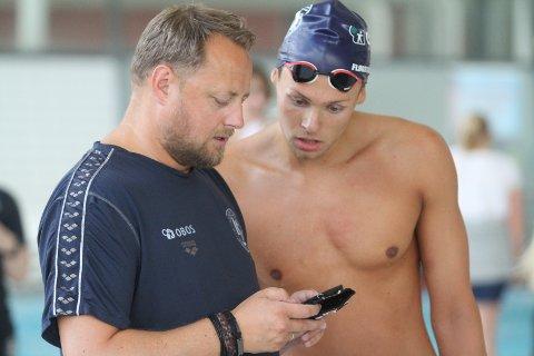 FORNØYD: Trener Joacim Lilleåsen var godt fornøyd med helgens NM. Her i samtale med Ole-Mikal Fløgstad.