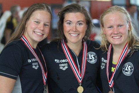 HELE PALLEN: Lambertseter tapetserte pallen på 200 meter bryst. Fra venstre Eva Kummen (sølv), Stina Kajsa Colleou (gull) og Silje Mikkelborg (bronse).
