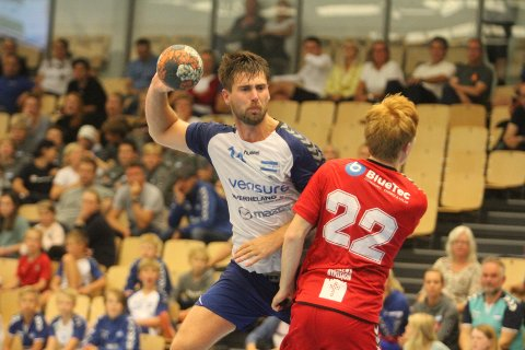 BLIR MED VIDERE: Johannes Hippe fortsetter som spillende trener for Nordstrands håndballherrer neste sesong.