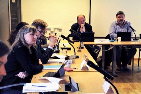 BYDELSUTVALGET: Cirka én gang i måneden møtes de ulike bydelsutvalgene i Oslo for å behandle alt fra bydelenes pengebruk til lokale byggesaker. Her fra Nordstrand bydelsuvalg. Arkivfoto: Kristin Trosvik