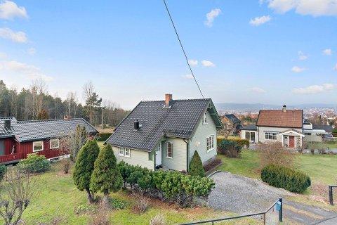 LITE, MEN STORT: Det lille huset på Ekeberg gikk hele tre millioner kroner over takst.
