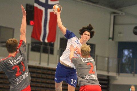 TOK ANSVAR: Unggutten Jeppe Helland Flø måtte ta mye skuddansvar hos NIF, og scoret noen fine mål både mot Charlottenlund og Ski.