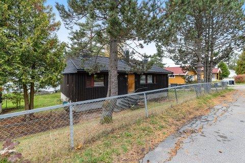 STOR INTERESSE: Mange var interessert da denne eiendommen Kirkeåsveien nylig ble lagt ut for salg.