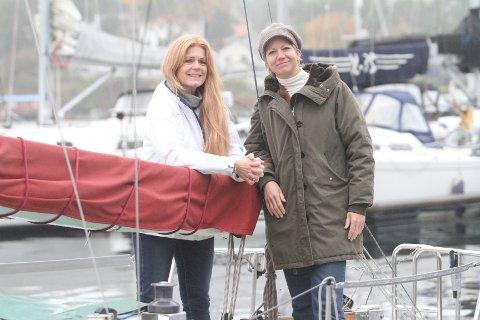 SØKER ETTER KVINNER: Anne Berggraf (venstre) fra Bekkelaget og Vibeke Lie vil ha flere kvinner bak roret på seilbåter.