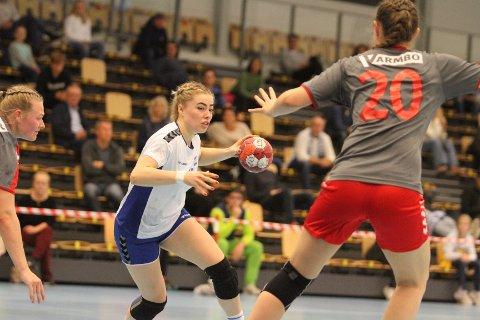 STANG UT: Unge Lene Kristiansen Tveiten lykkes ikke med skuddene mot Charlottenlund, og scoret ett mål på 10 skudd.