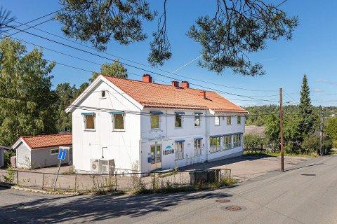 SOLGT: Hauketoveien 11 består i dag av både næringslokaler og leiligheter. Nå har eiendommen fått ny eier.