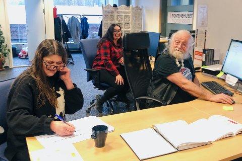 SATT I ARBEID: Medlemmene av Fontenehuset bruker ikke tilbudet, men skaper tilbudet sammen. Fra venstre: Lise Johansen, Amel Skåre og Bjørn Petterson.