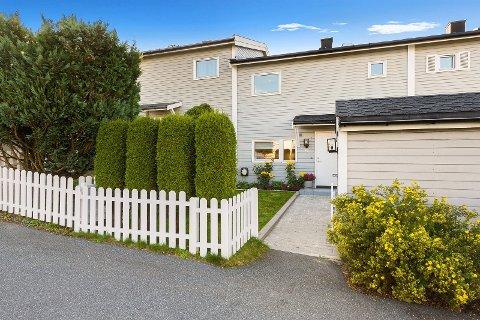 VISNING AVLYST: Selgerne av denne familieboligen på Høyenhall godtok et direktebud på 550.000 kroner over prisantydning.