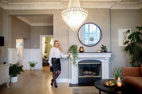 KJENDISMEGLER: Her er Karianne Amlie i sin egen bolig fra da Nordstrands Blad var hjemme og besøkte henne nylig.