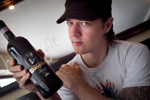 2011: På restauranten St. Lars i Oslo viste Sigurd Wongraven i 2011 frem en rødvin, en barolo, mens han var i ferd med å ta diplom i vinfag.