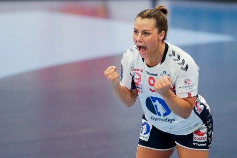JUBEL:  Norges Nora Mørk jubler under kampen i håndball EM 2020 mellom Romania og Norge i Sydbank arena. Hun er tilbake etter mange perioder med skader.
