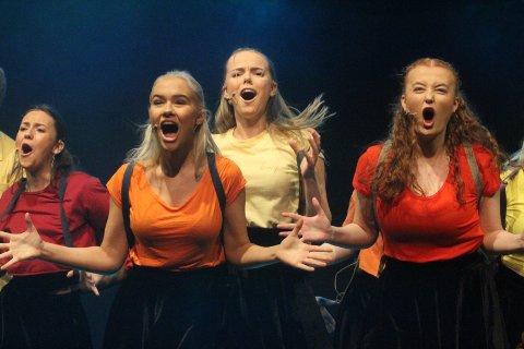 GIR ALT: Musikalinnslagene på Lambertseterrevyen gir rene Broadway-følelsen.